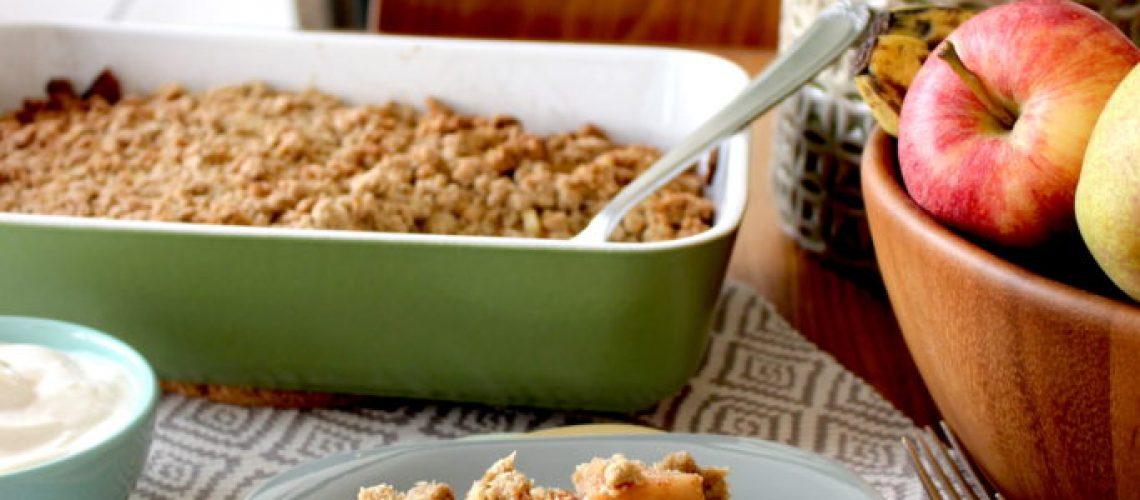 Gluten-en-zuivelvrije-crumble-met-appel-en-peer1-683x1024